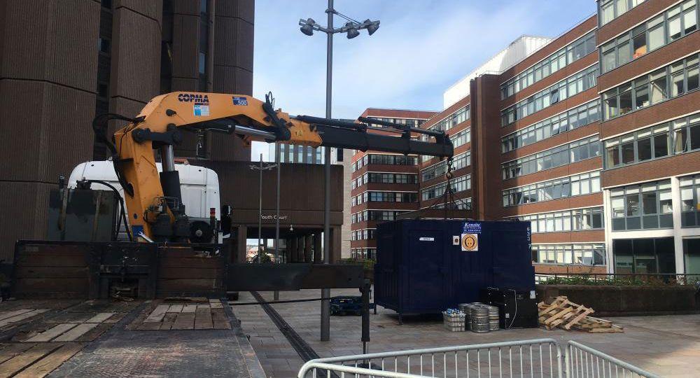 Hiab-crane-steel-container